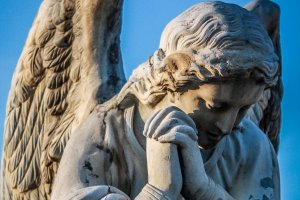 Angel statue with praying hands